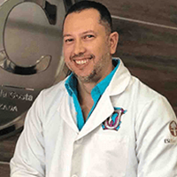 Dr. Julio Oliver - Dentist in Cartagena